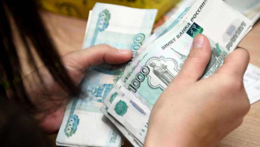 Горе-отец едва не оставил костромичку без детских выплат