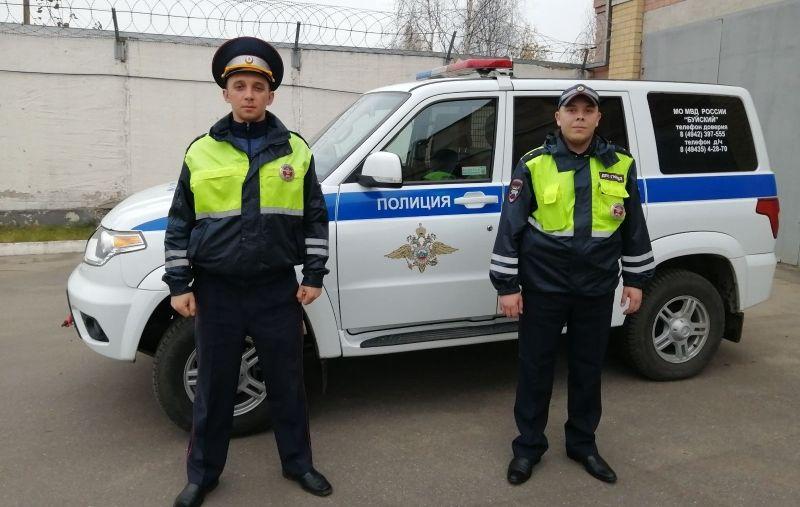 Костромские автоинспекторы пришли на помощь ярославской семье