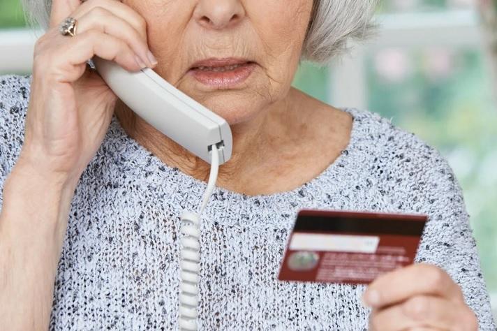 Соблазнительный кешбэк лишил костромскую пенсионерку реальных денег