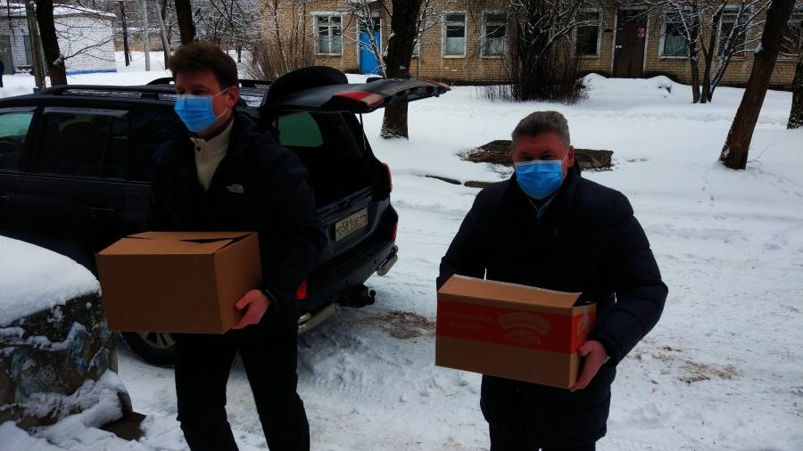 Спикер костромского парламента передал подарки в «красную зону» Волгореченска