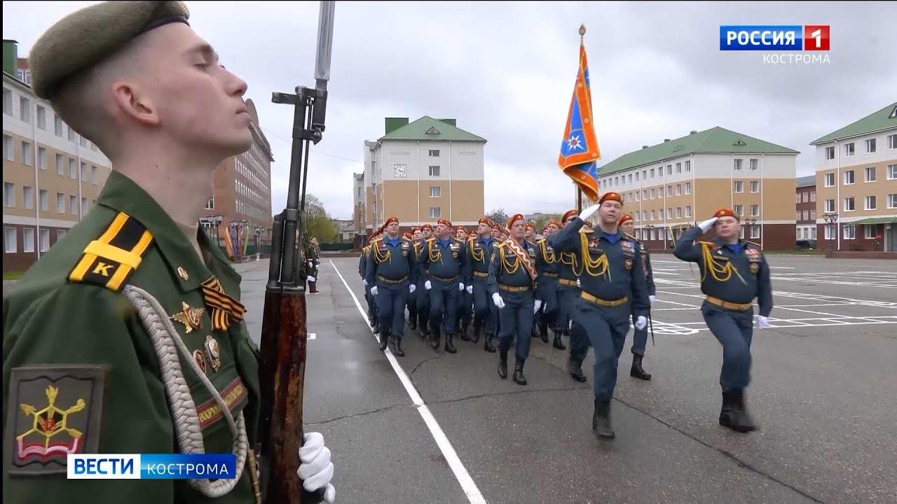 Войска костромского гарнизона торжественным маршем прошли по плацу Академии РХБЗ
