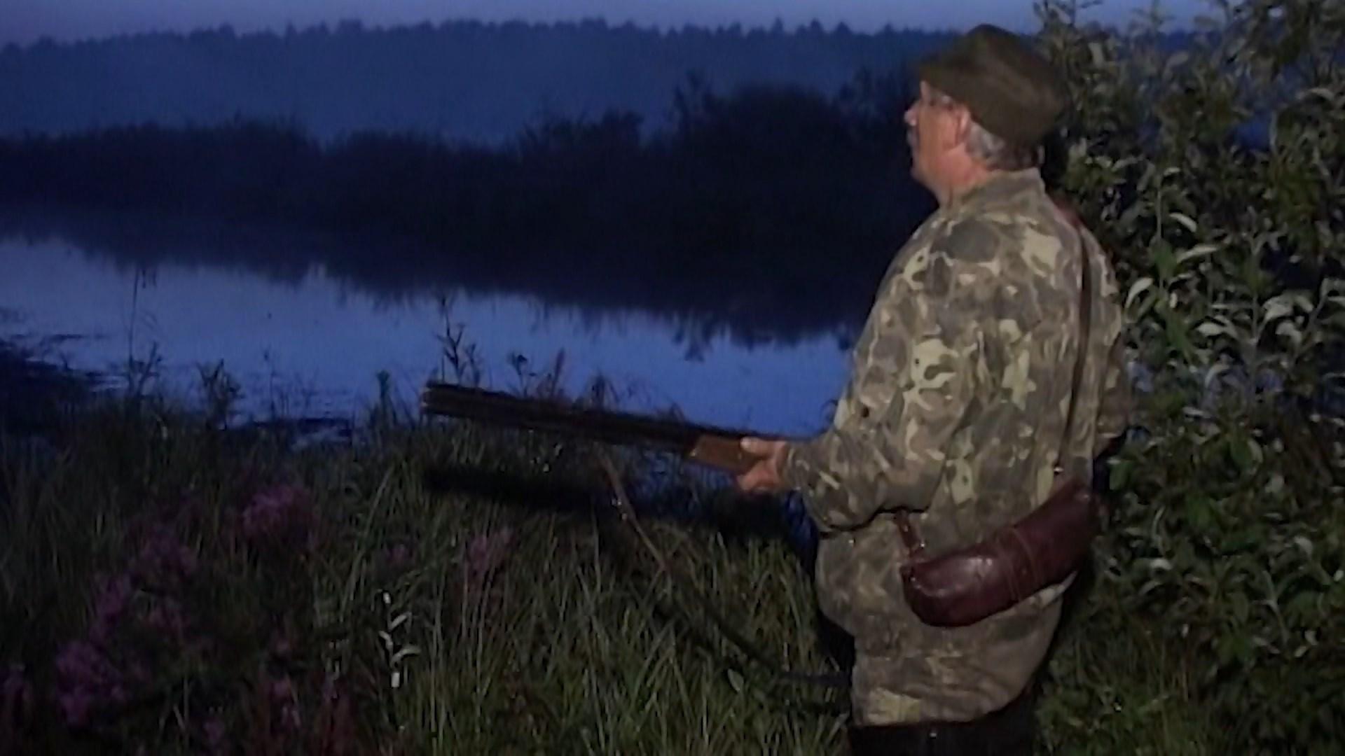Предвкушающие дичь костромские охотники расчехляют ружья