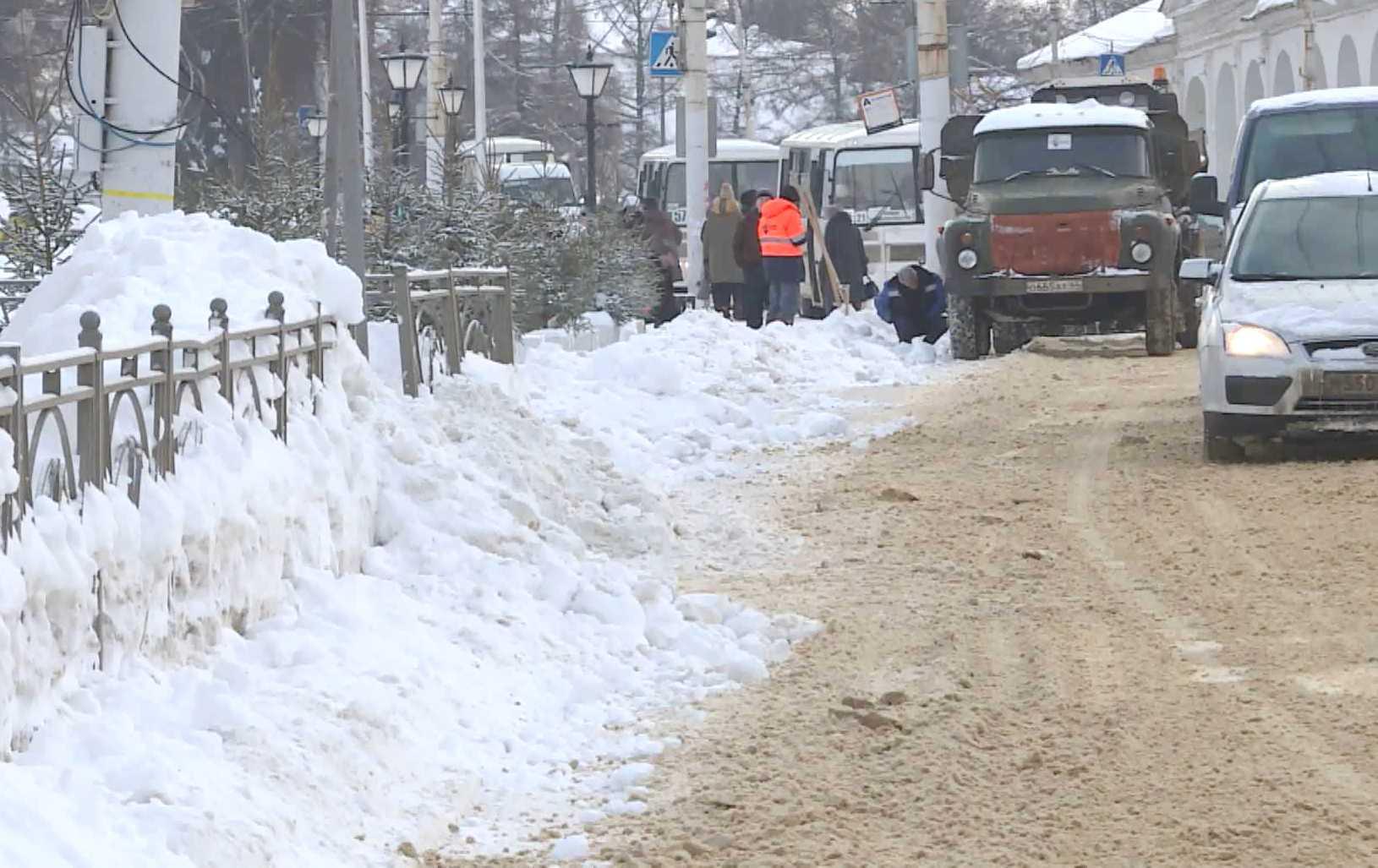 На борьбу со снегом в Костроме призвали подкрепление