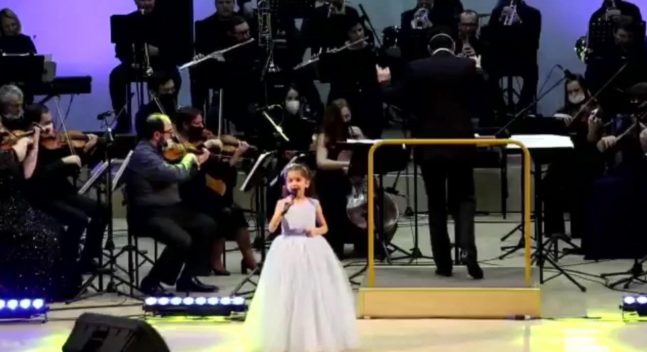Шестилетняя костромичка спела под аккомпанемент симфонического оркестра