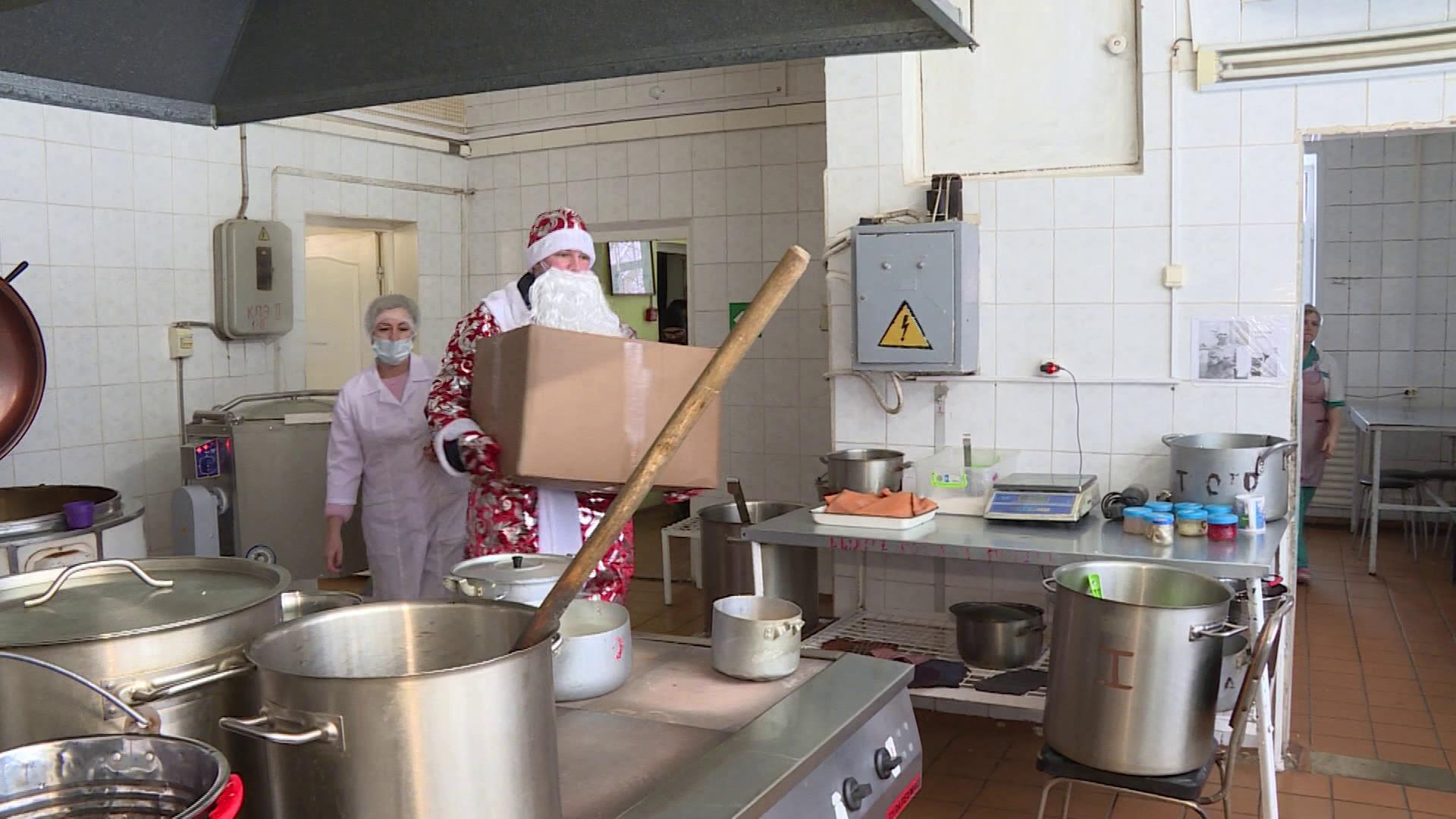 Волонтёры подсластили жизнь пациентам костромских больниц