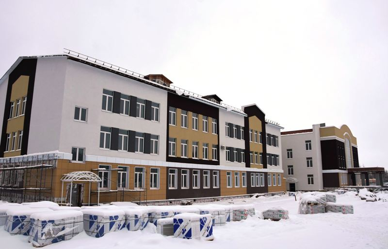 В новую костромскую школу начали завозить оборудование