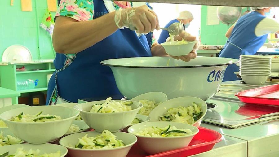 Бесплатным питанием хотят обеспечить младшеклассников частных школ Костромы