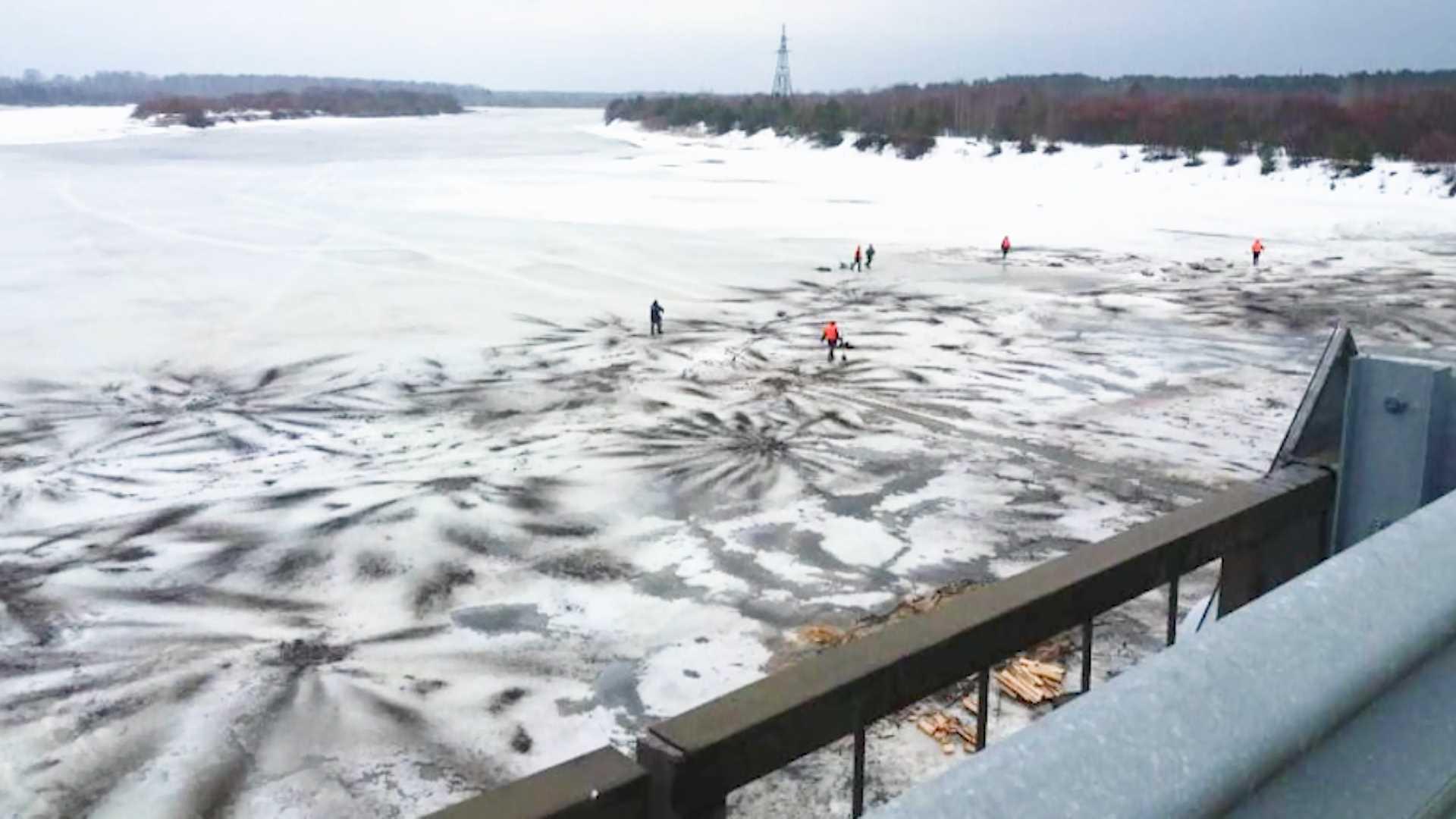 На реке Унже в Костромской области зачернили лёд