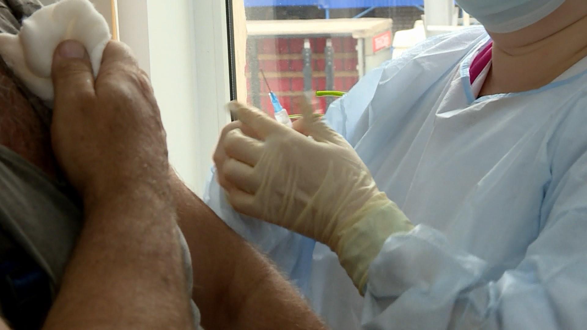 Три дня в Костроме прививать от коронавируса будут только по предварительной записи