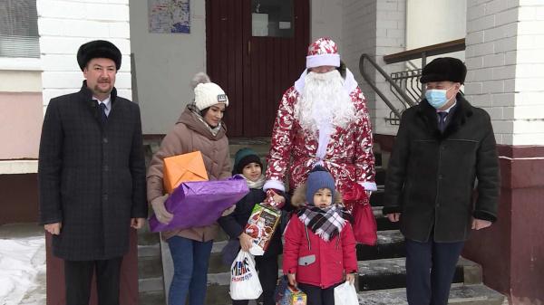 Детей медиков из костромских «красных зон» приветили волонтёры