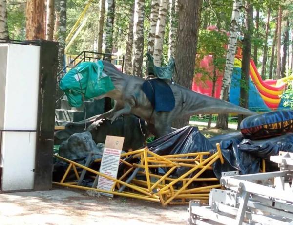 Костромских динозавров одели в маски и отправили на изоляцию