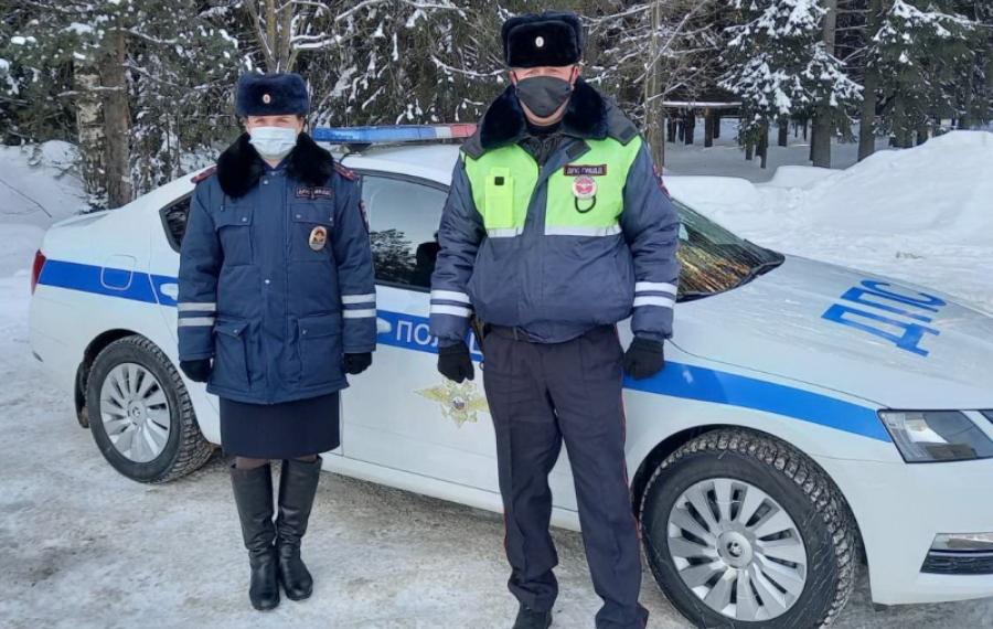 Автоинспекторы в Костромской области не дали замёрзнуть кировской семье