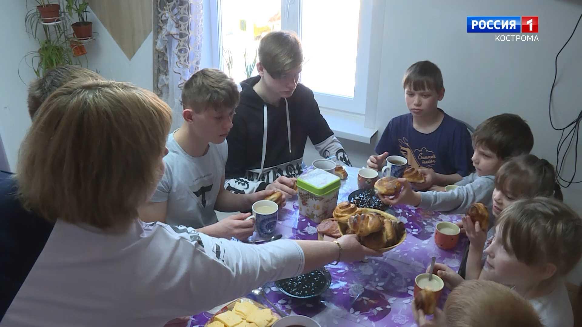 Семья из Костромской области стала родной для 15 приёмных детей