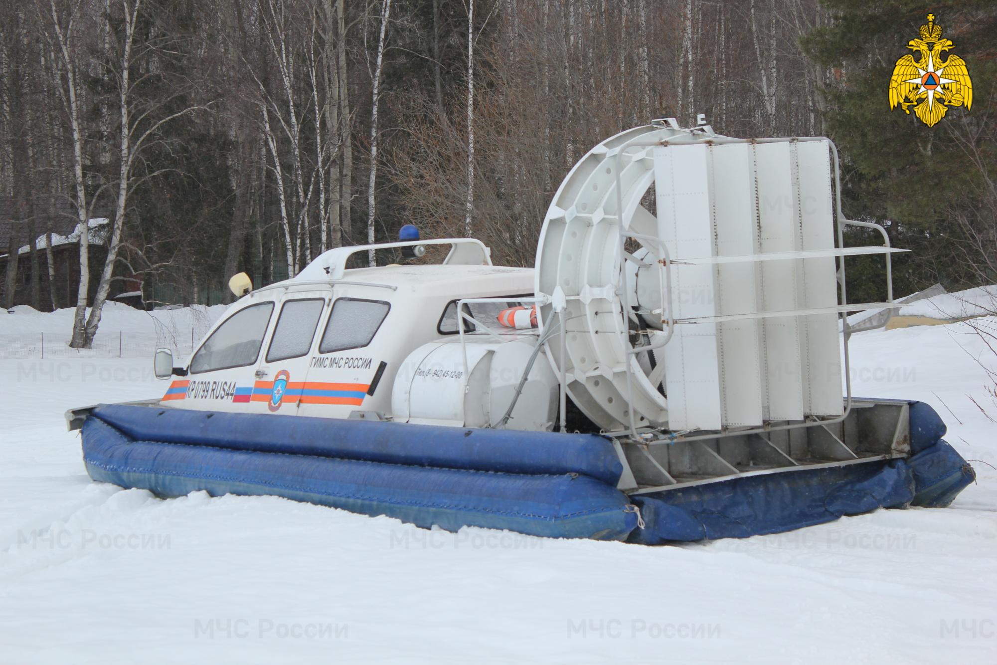 Два человека провалились под лёд на Костромском водохранилище