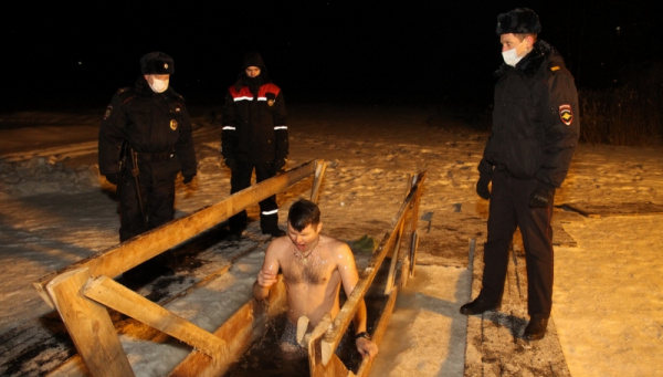 Более 3 тысяч костромичей поучаствовали в крещенских омовениях