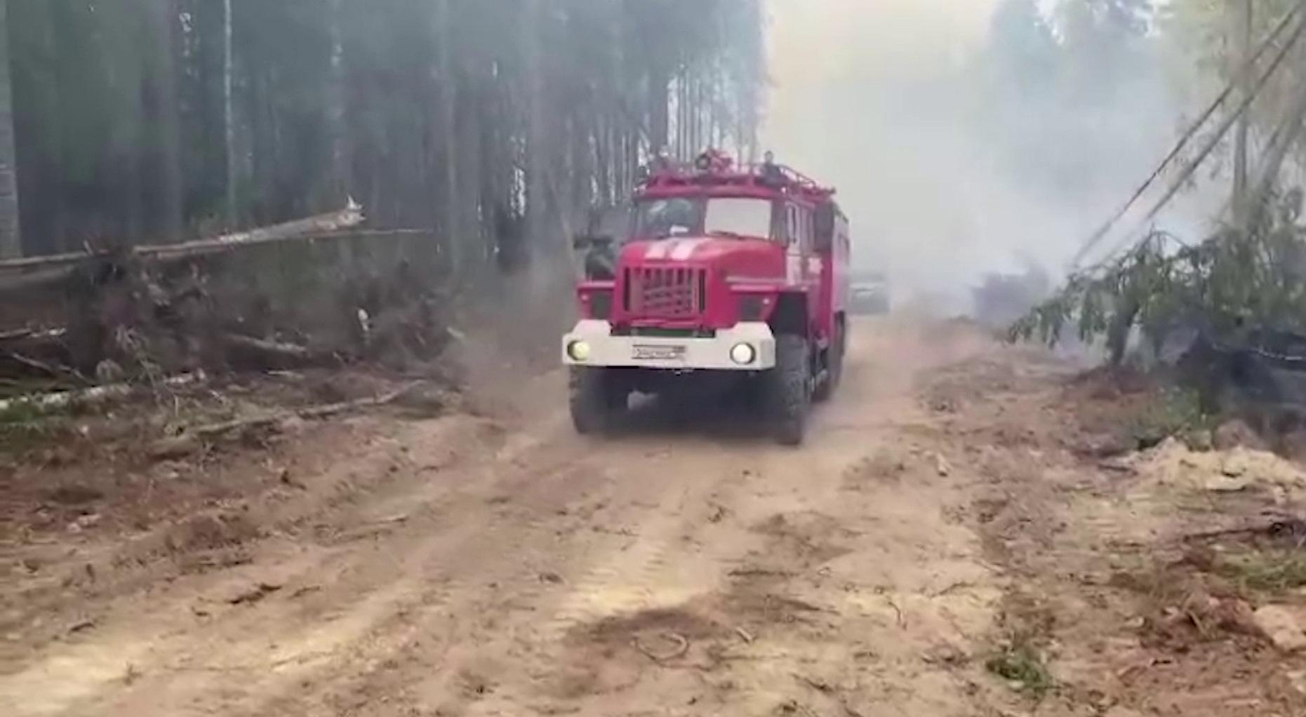 Группировка сил на крупнейшем костромском лесном пожаре увеличена ещё