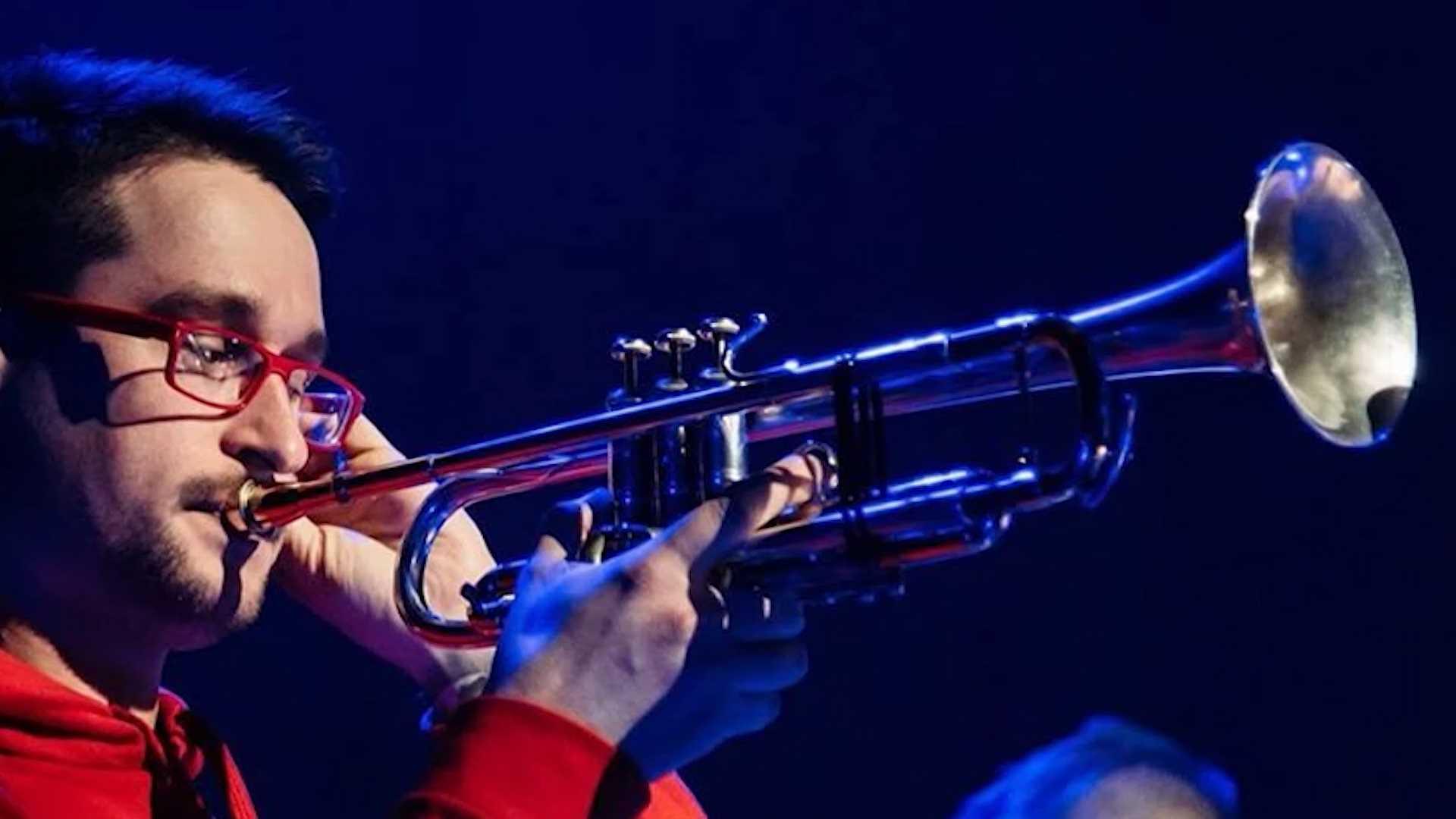 В Костромской филармонии сыграет трубач «Сургановой и Оркестра»