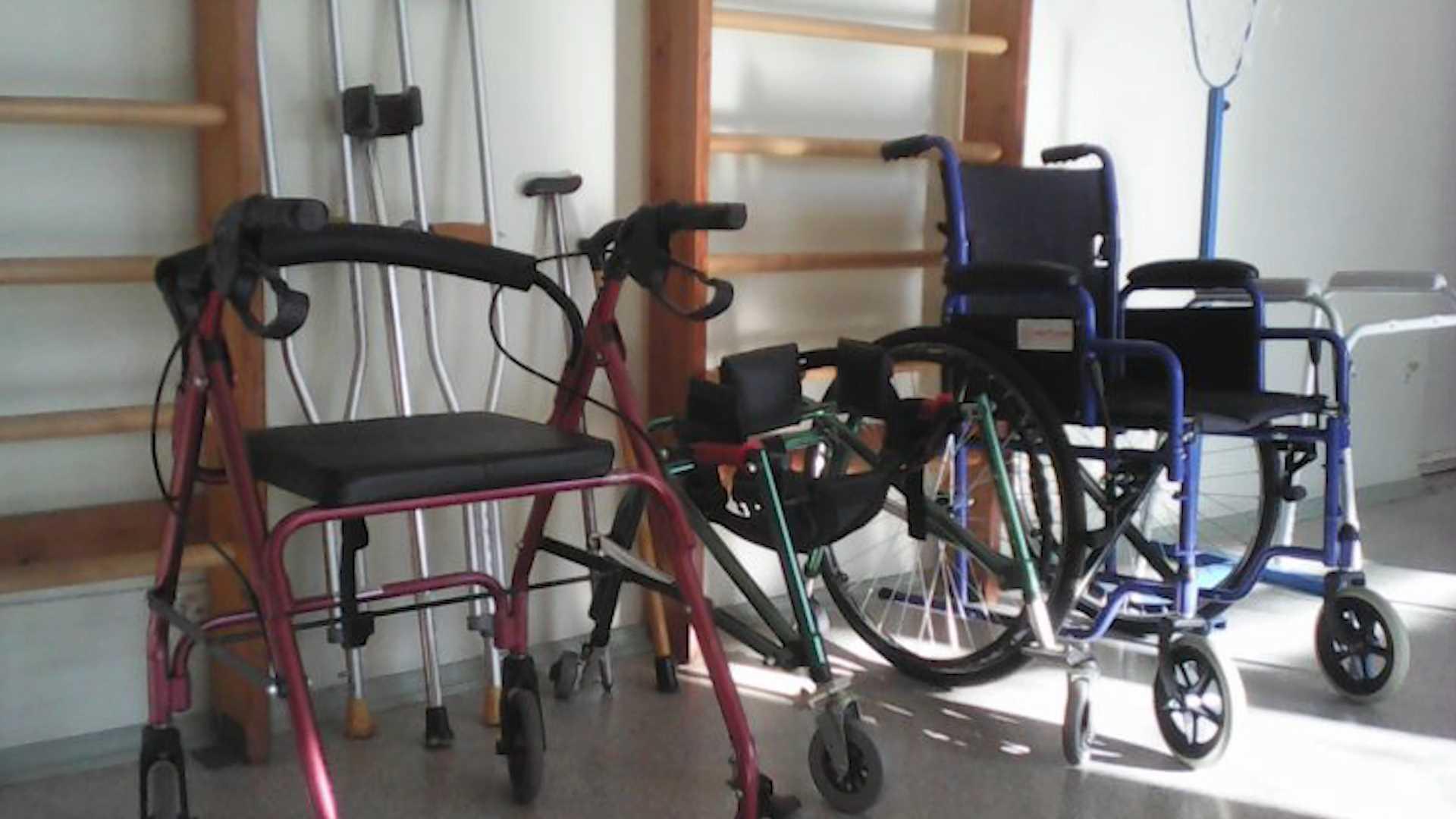 Инвалиды из Пыщуга смогут взять в прокат костыли и коляски
