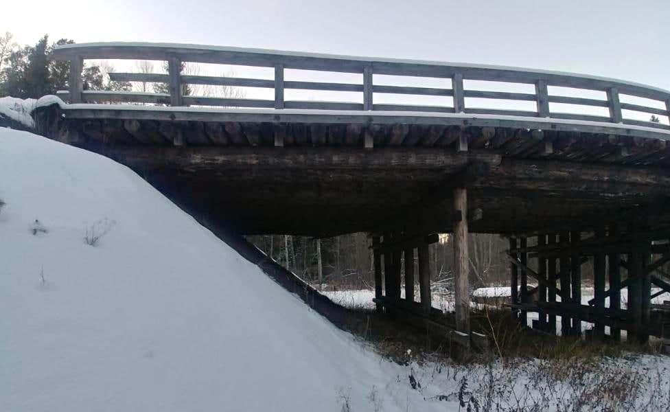 Сломавшийся мост на окраине Костромской области заменят временным