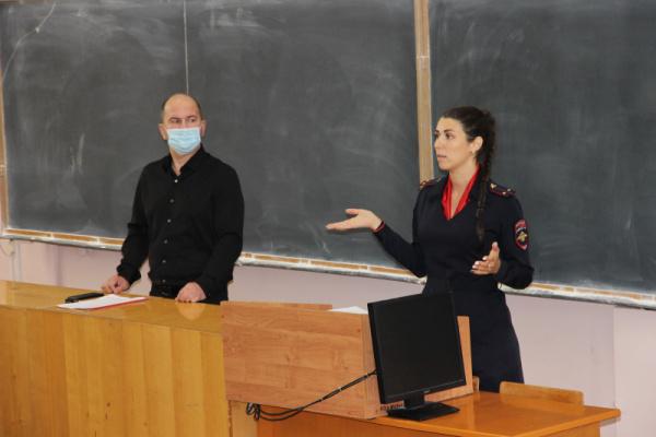 Студентам костромского госуниверситета преподали урок о мошенниках