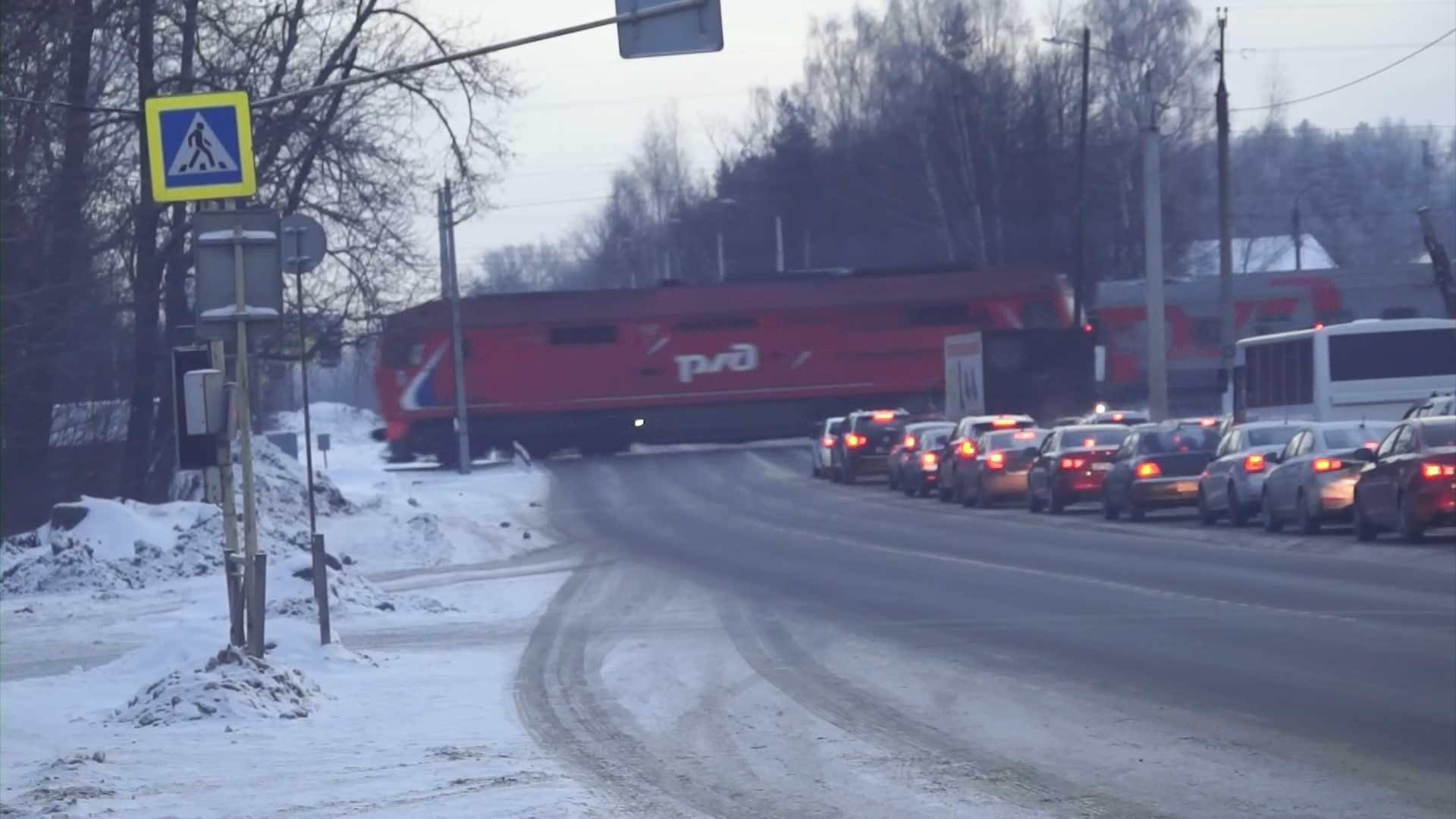 Костромским водителям рекомендуют быть внимательнее на железнодорожных путях