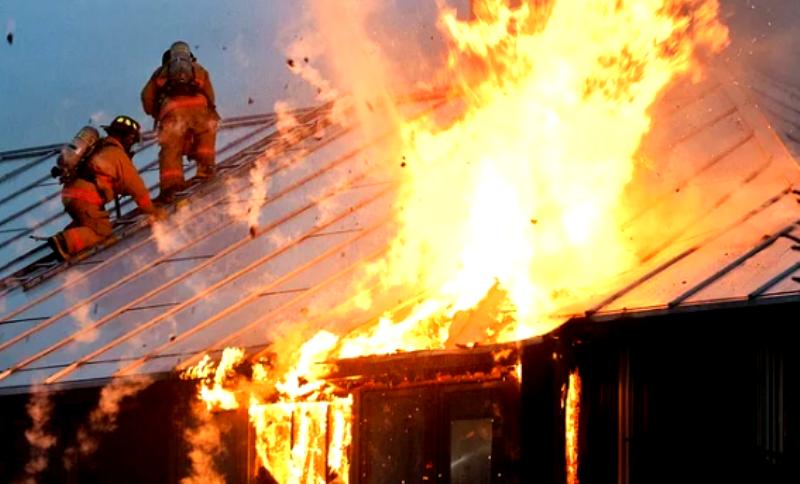 Две семьи остались без крова после пожара в Костромской области