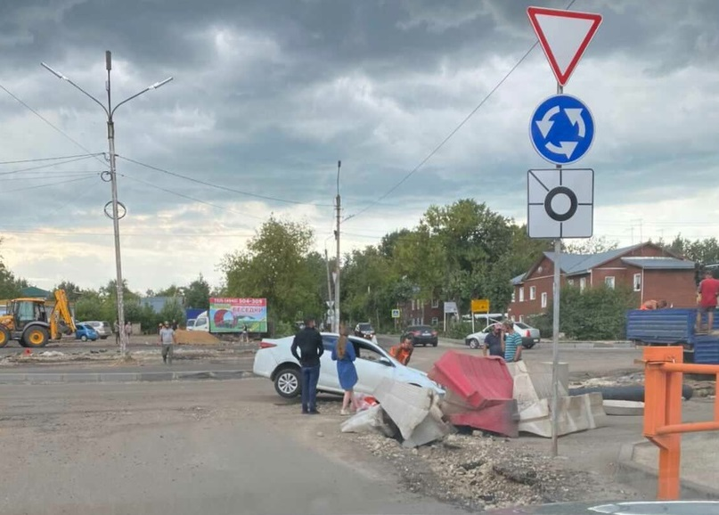 Новый круговой перекресток в Костроме обновили первой скромной аварией