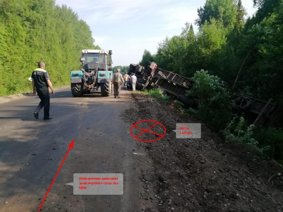 Два человека пострадали из-за аварии костромского большегруза с прицепом