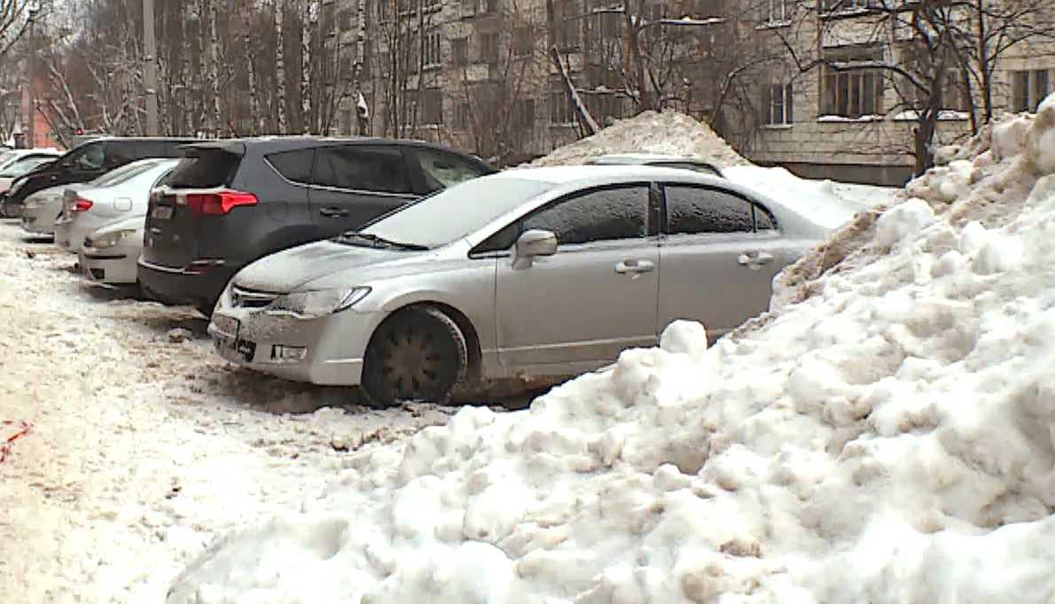 Костромич отсудил крупную сумму за придавленную снегом машину