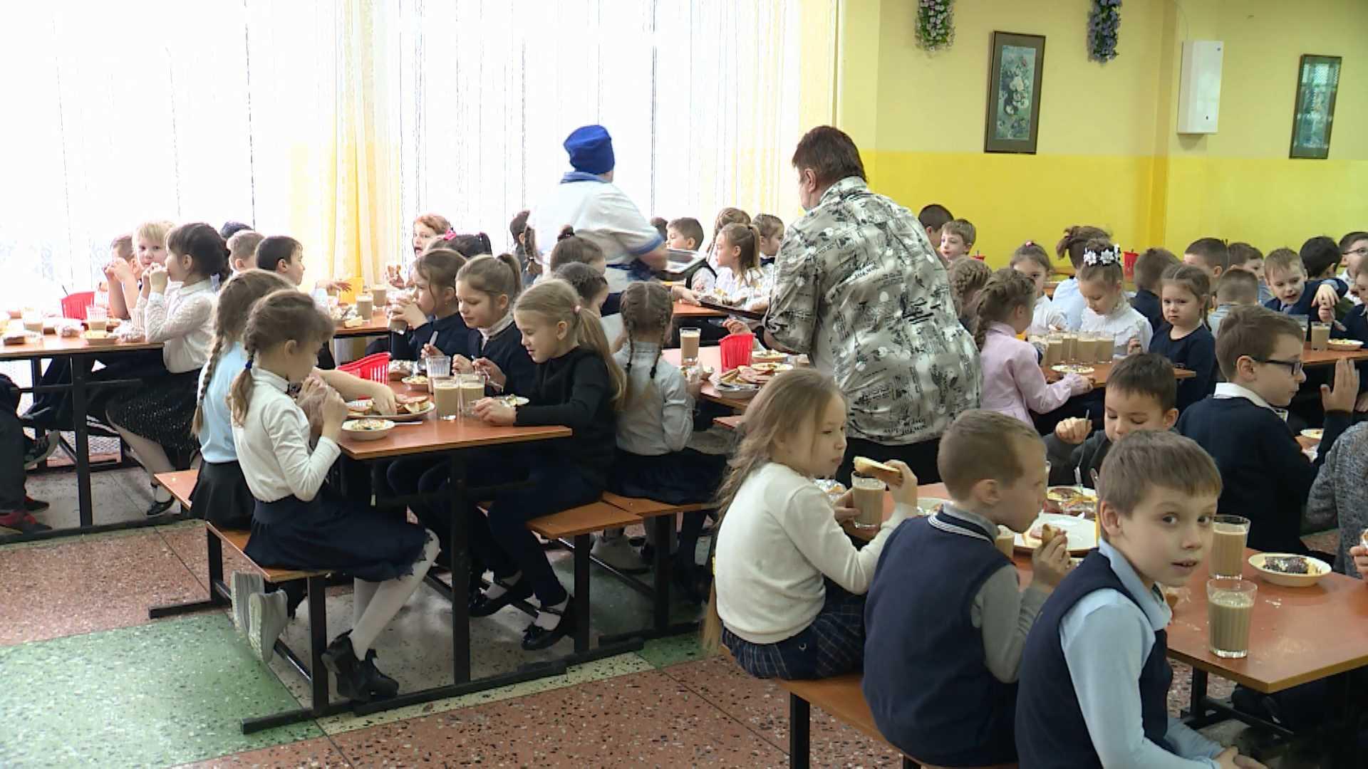 Пациентов больниц и детей в Костроме стараются кормить местными продуктами