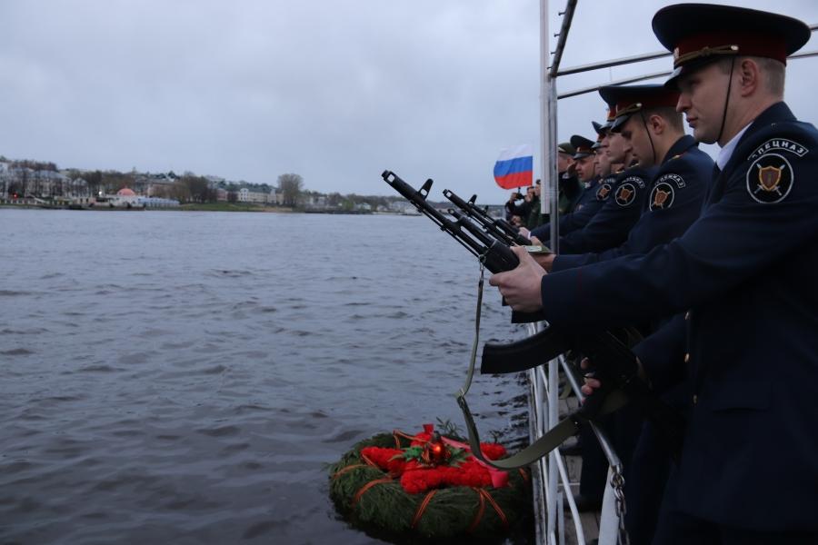 «Гроза» на Волге: пять выстрелов прозвучали в Костроме накануне Дня Победы