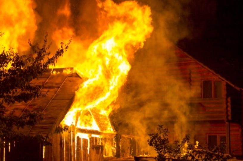 На пожаре в Костромской области серьёзно пострадал мужчина