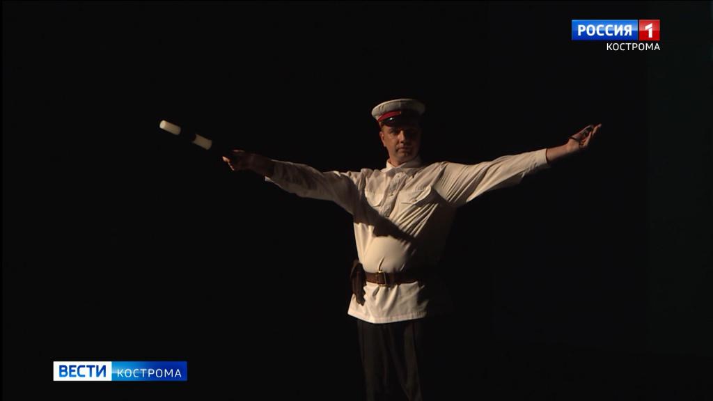 Костромской ГИБДД подарили патрульную машину из бисквита