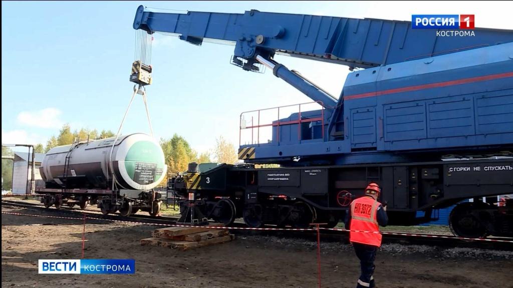 Пожарные лихо запенили топливный склад Костромского вокзала