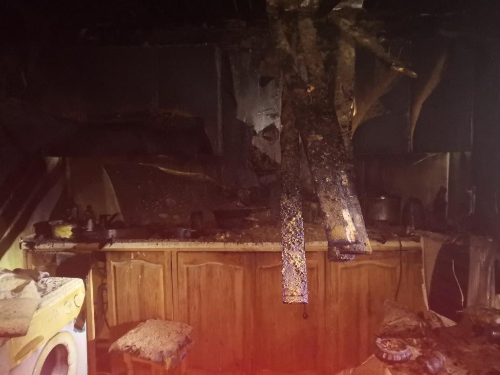 Мужчина не смог выбраться из горящего дома в костромском райцентре