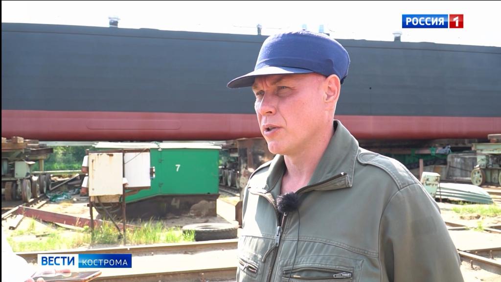 Новый танкер с двойным дном спустили на воду в Костроме