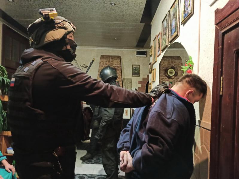 Ивановец унес через балкон из костромской квартиры валюты на 5 миллионов рублей