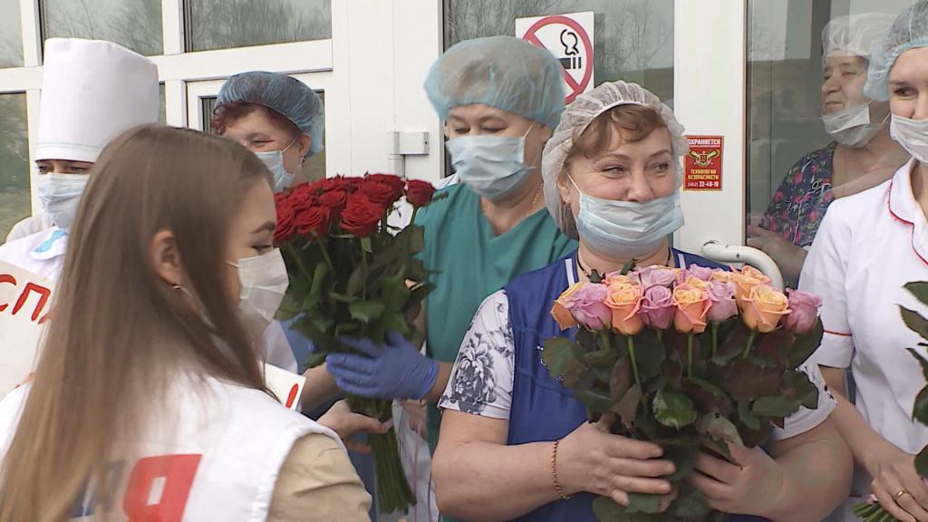 Цветы врачам.mxf_snapshot_00.25.275.jpg