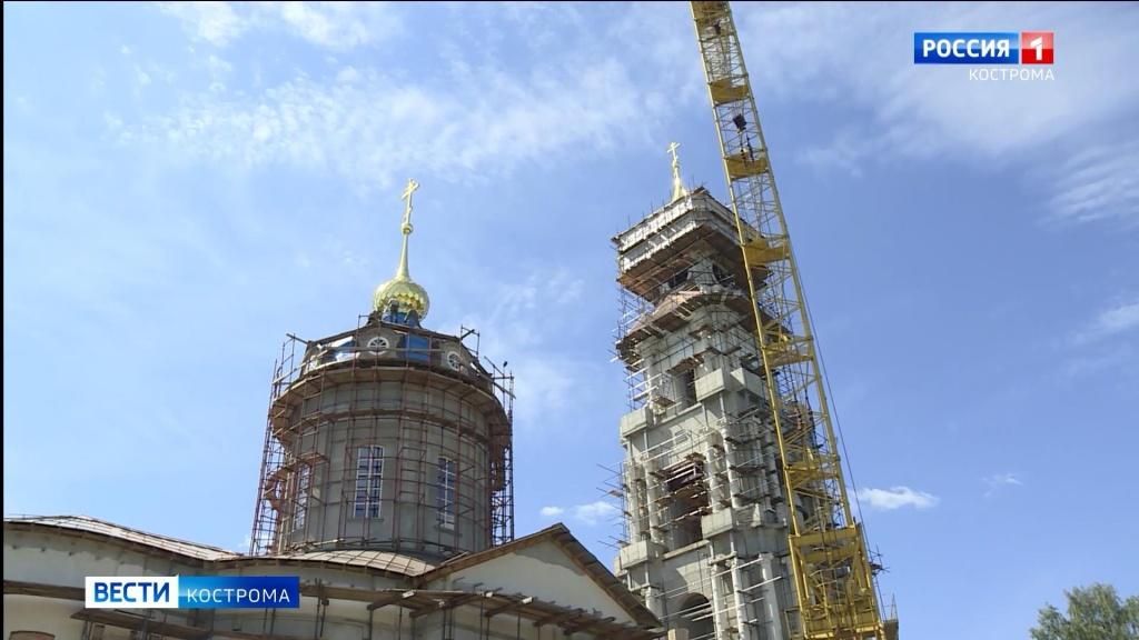 Красят купола Кремля.mp4_snapshot_01.40.956.jpg